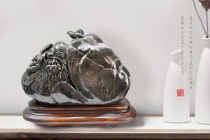 展示菊花石作品丰富内涵的圆雕技艺