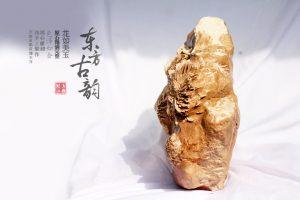 精巧明细的菊花石俏色雕刻技艺