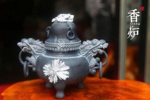 菊花石雕器皿作品有哪些特点